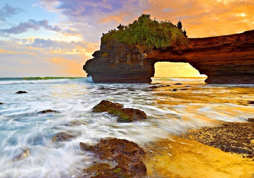 Pura Batu Bolong Tanah Lot - Bali